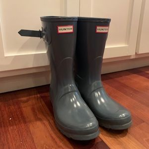 grey hunter boots, very comfortable.